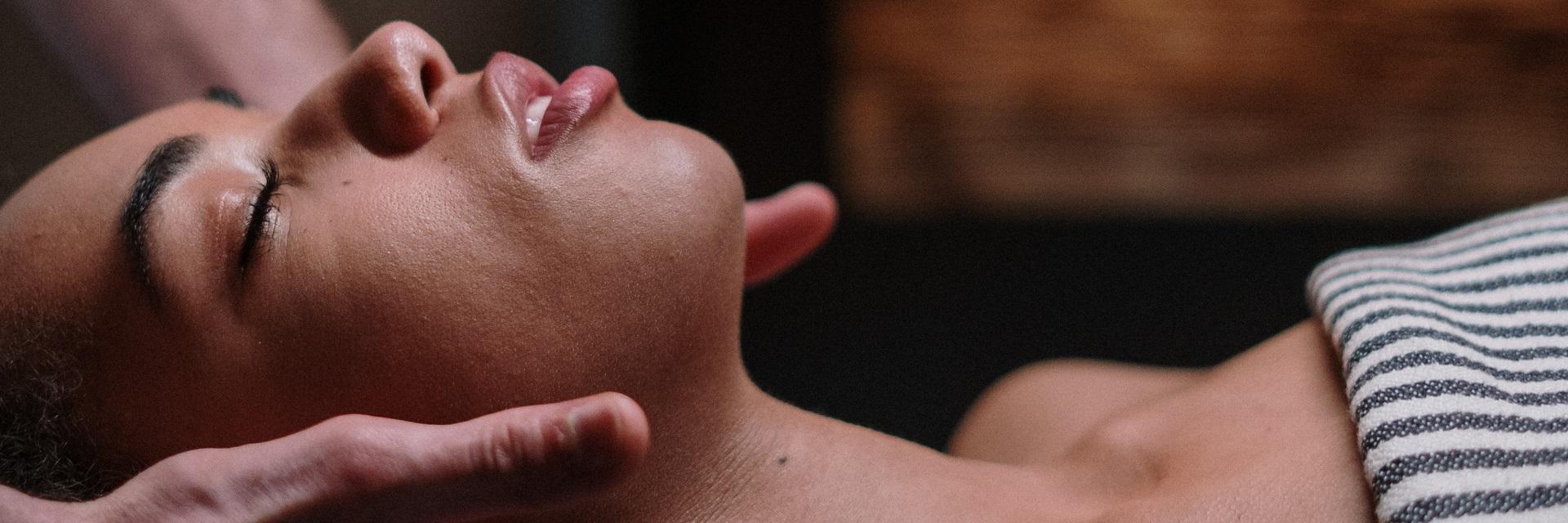 Biološki tretmani lica i Šampanj Lux tretman